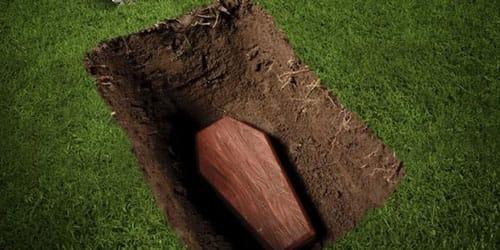 раскопанная могила