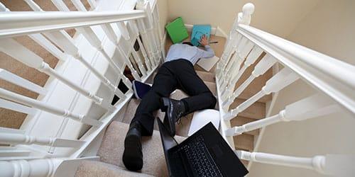 падать с лестницы во сне