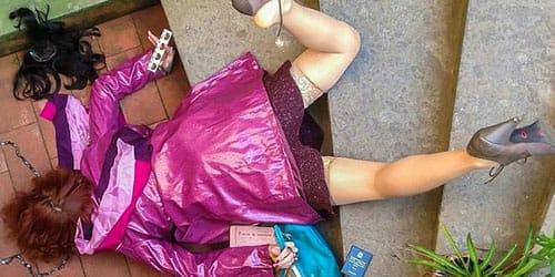 дочь упала с лестницы