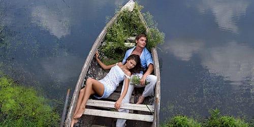 плыть по реке на лодке с любимым