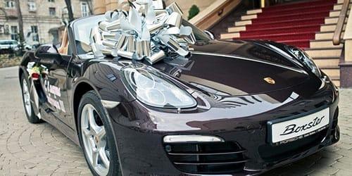 муж подарил дорогой автомобиль