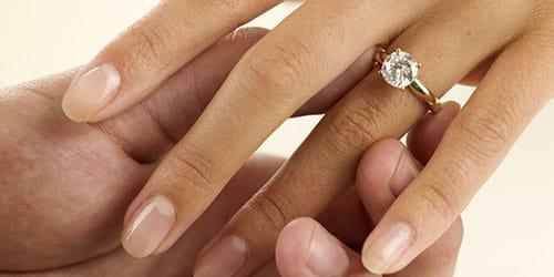 любимый подарил кольцо
