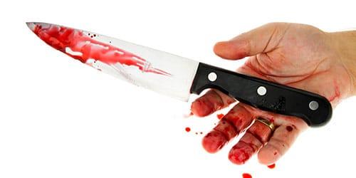 порезать руку ножом