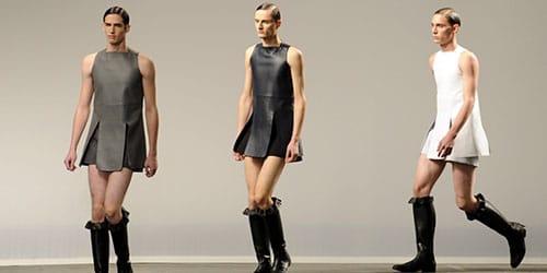 мужчина примерял женское платье
