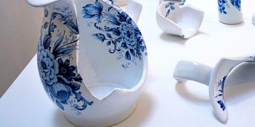 разбить фарфоровую вазу