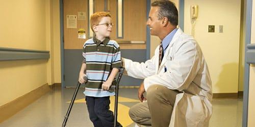 помогать ребенку-инвалиду