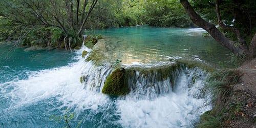 бурная горная река