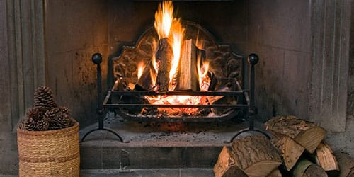 топить печь дровами