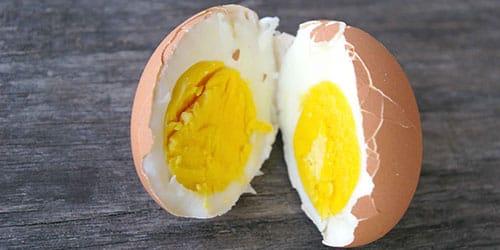варить протухшие яйца