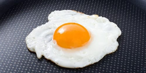 жарить яйца во сне