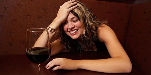 пьяная знакомая женщина