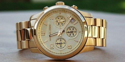 подарили золотые часы