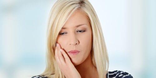 чувствовать зубную боль