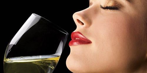 пить белое вино