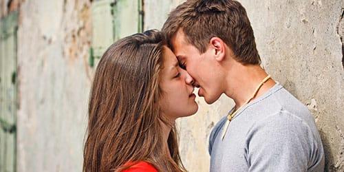 целоваться с другом во сне