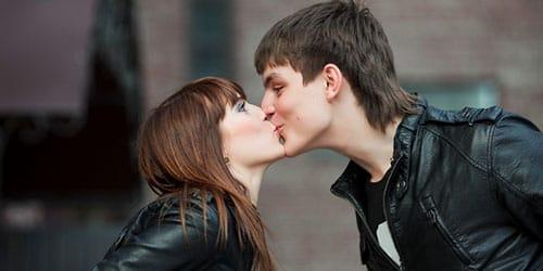 к чему снится целоваться с другом