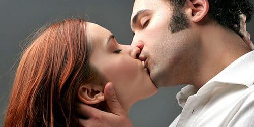 к чему снится целоваться с чужим мужчиной знакомым