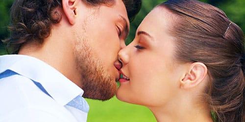 к чему снится целоваться в губы со знакомым мужчиной в губы