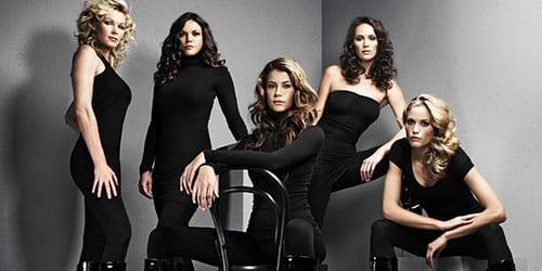 женщины в черном одеянии