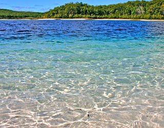 Чистая и прозрачная вода