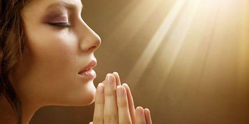 к чему снится читать молитву