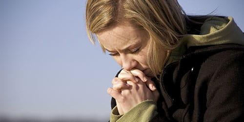 воссылать молитву