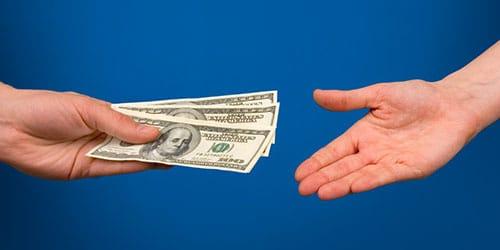 давать в долг