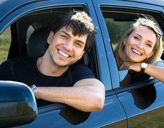 Ехать в машине с мужчиной