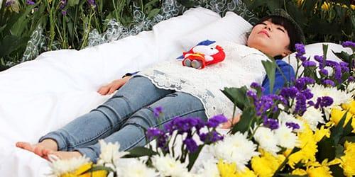 видеть гроб с живым человеком во сне