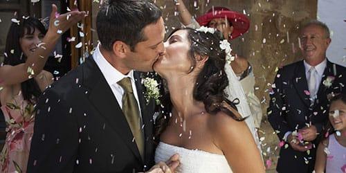 снится гулять на чужой свадьбе