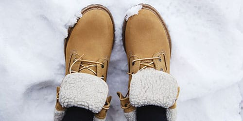 ботинки в снегу