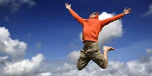 парень в прыжке