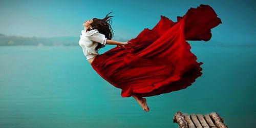 девушка в воздухе