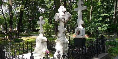 к чему снится могила родственника