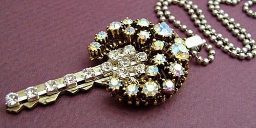ключ с драгоценными камнями