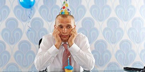 отмечать день рождения в одиночестве