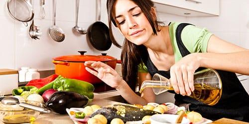 готовить обед