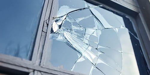 разбить окно во сне