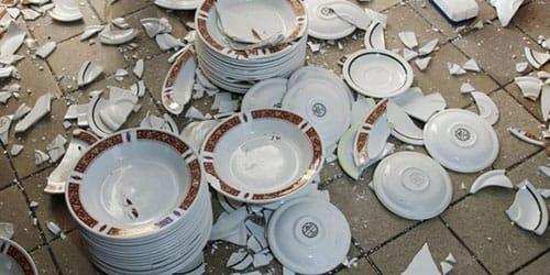 к чему снится разбить посуду