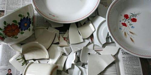 разбитые тарелки