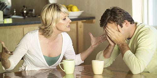 ругать супруга