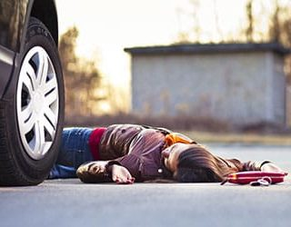 Сбить человека на машине