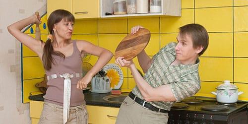 бить мужа