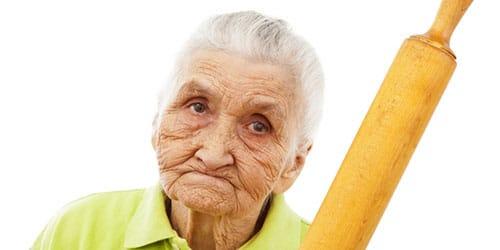 приснилось что старая бабка ругает вас