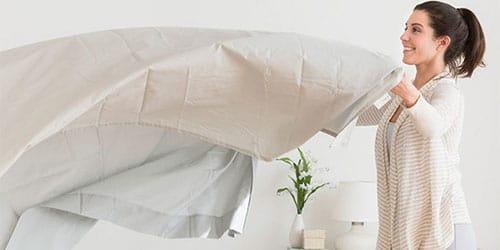 заправлять кровать
