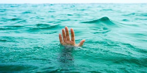 видеть себя тонущим в море