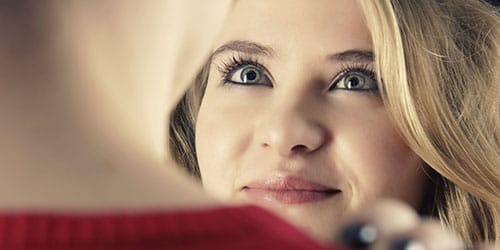 смотреть в глаза