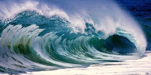 к чему снится что волна накрывает с головой
