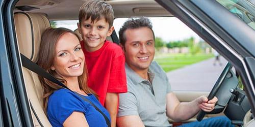 семья в автомобиле
