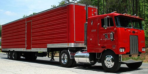 красный грузовик